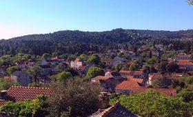 Zrnovo Village
